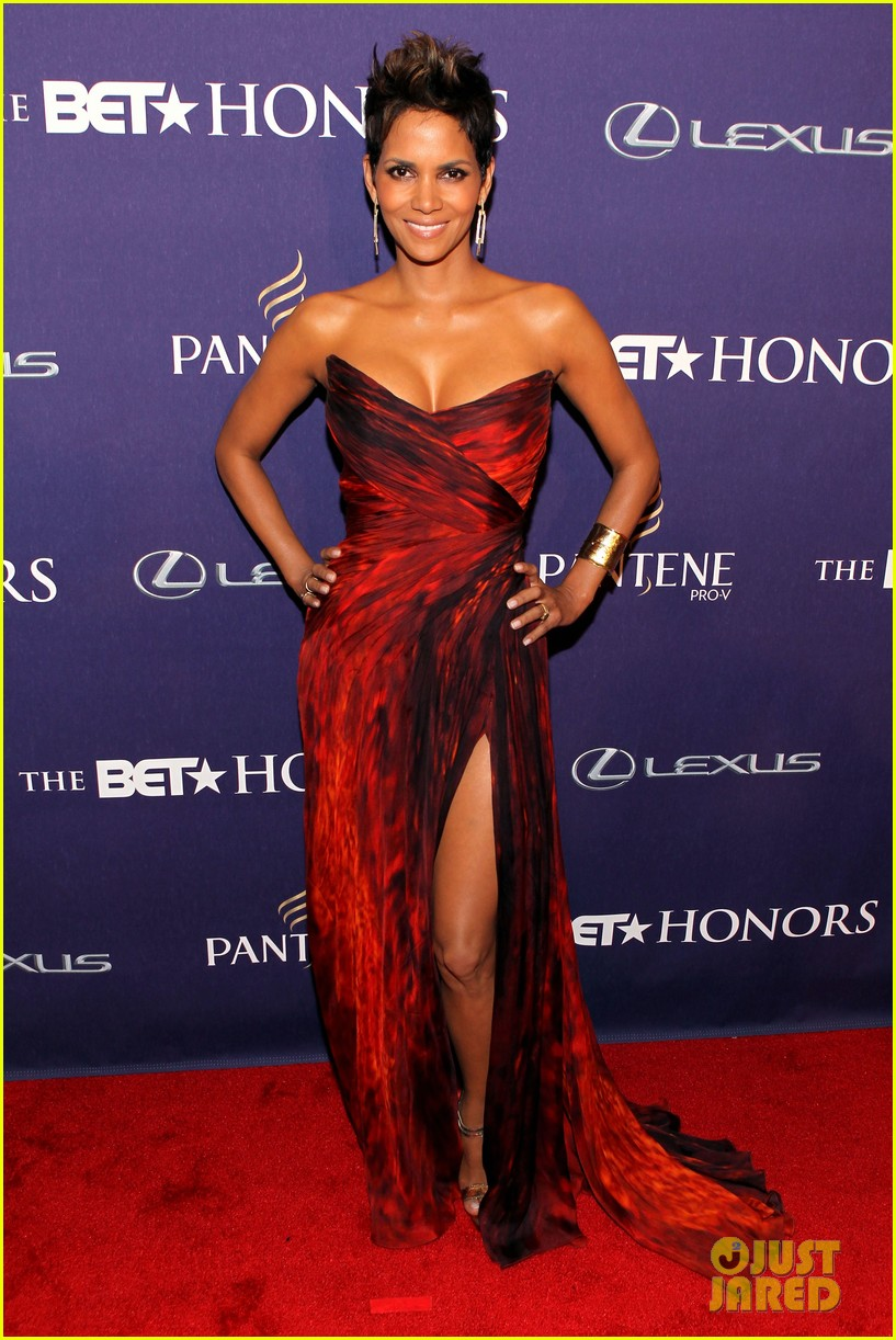 halle berry alicia keys bet honors 2013 red carpet 122790031