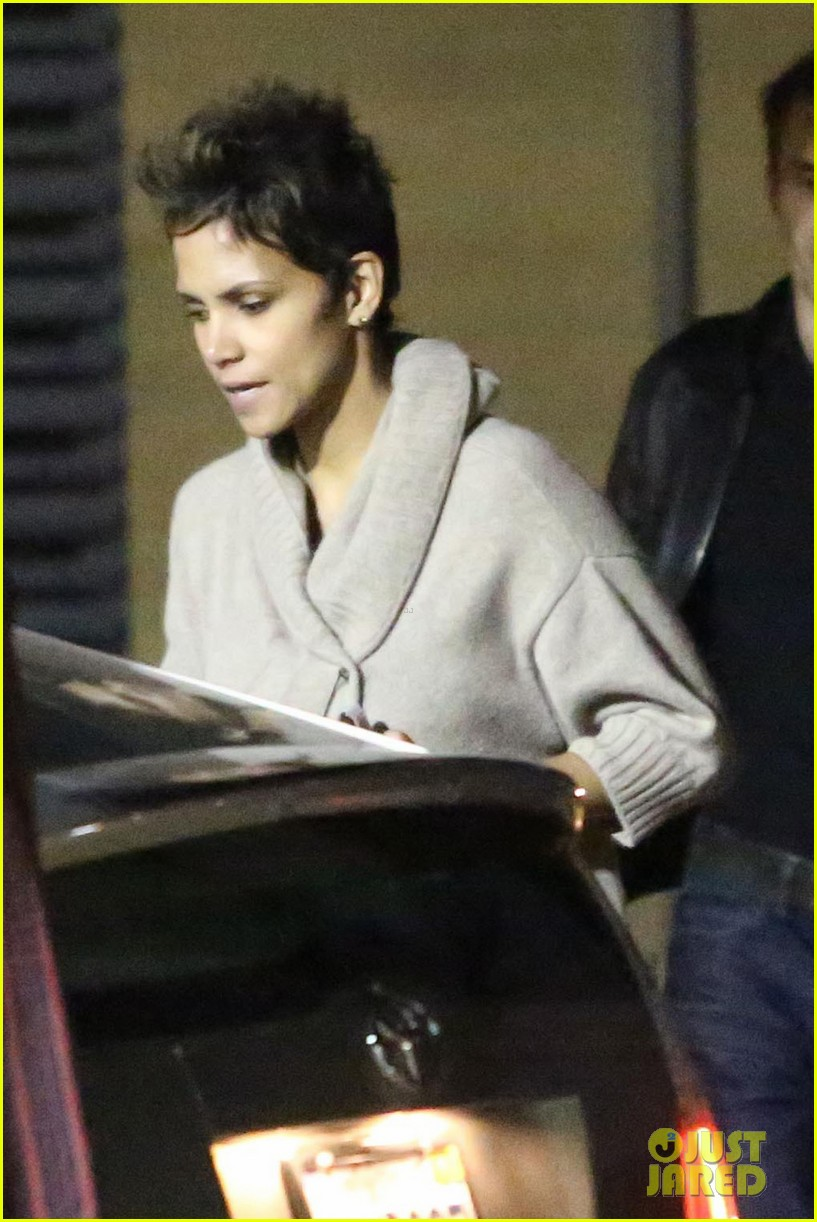 halle berry disneyland with nahla 062796686