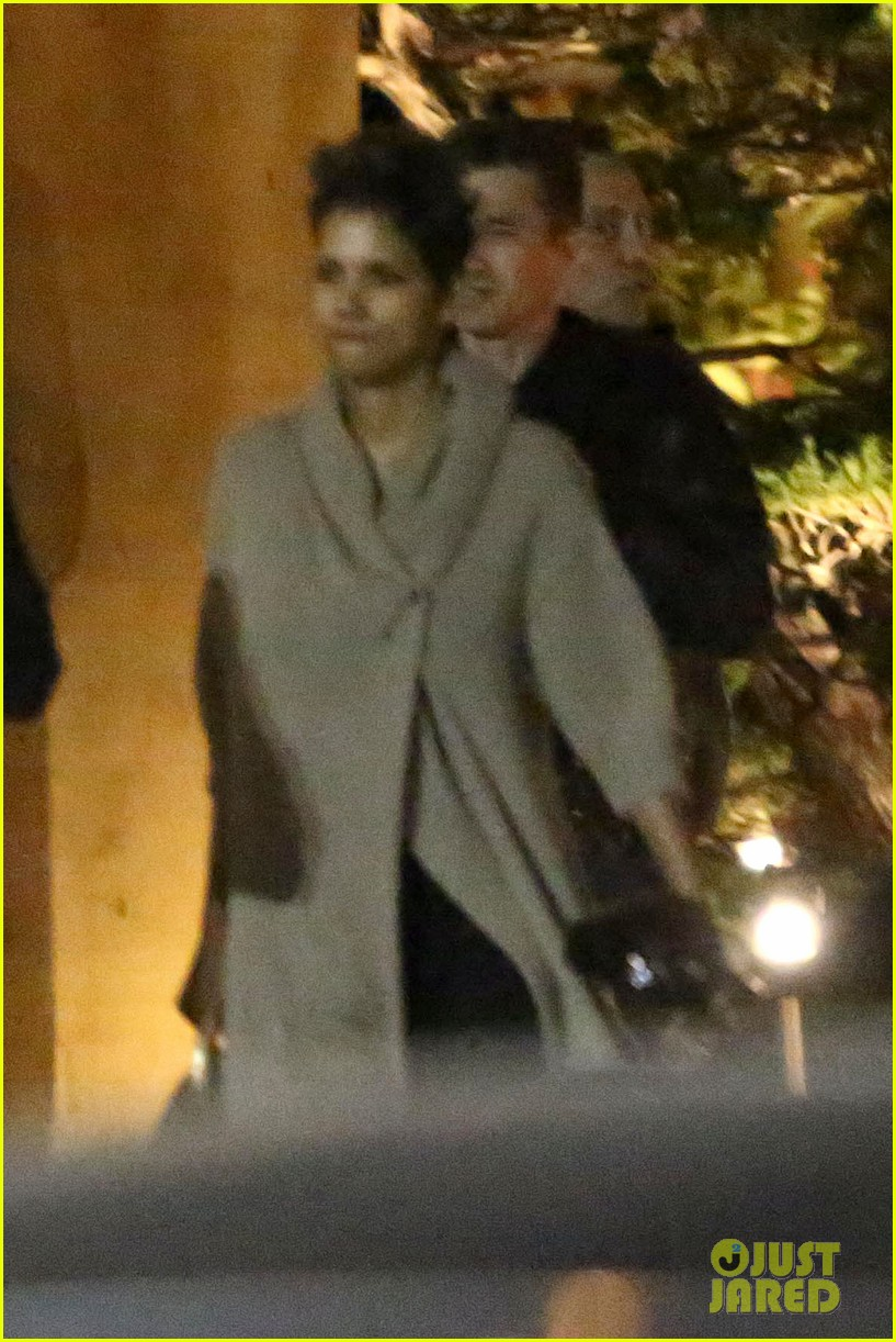 halle berry disneyland with nahla 142796694