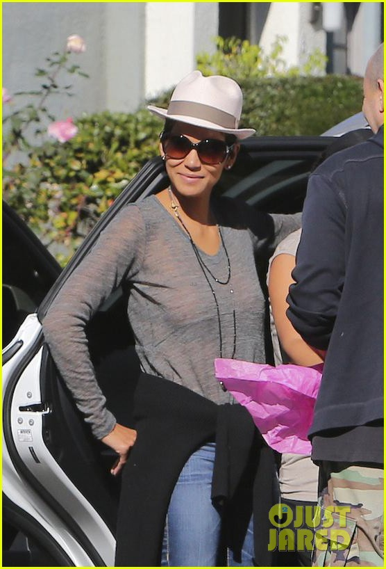 halle berry disneyland with nahla 252796705