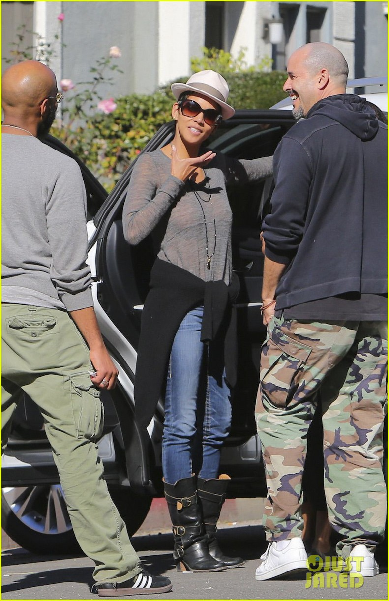 halle berry disneyland with nahla 262796706