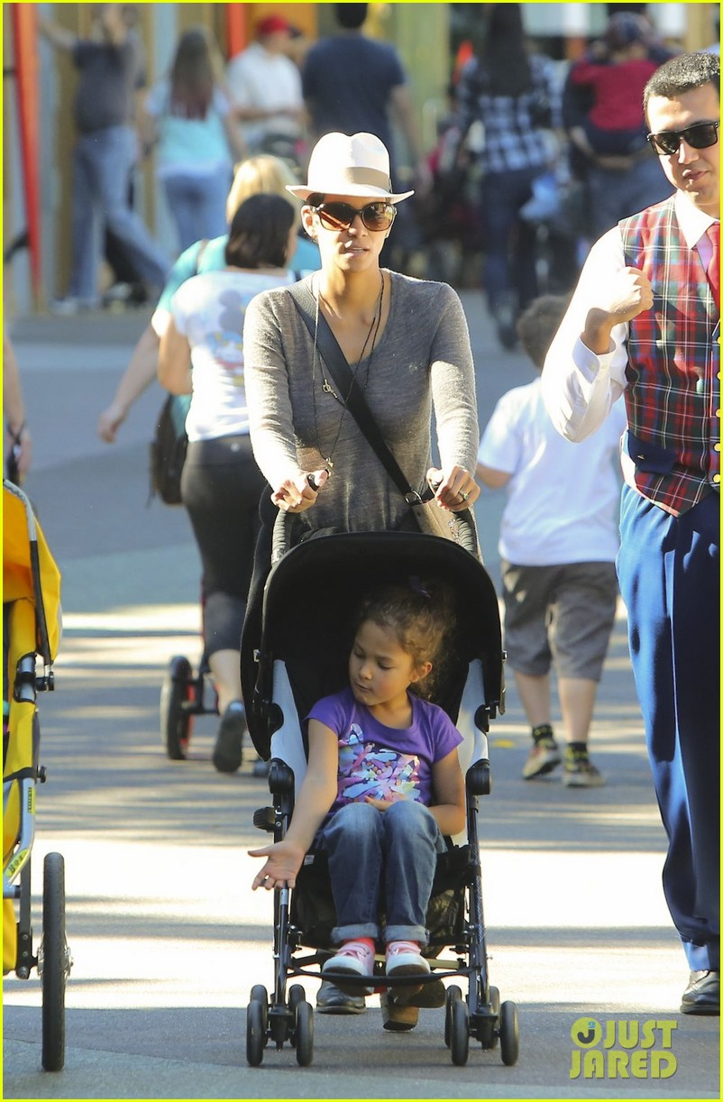 halle berry disneyland with nahla 292796709