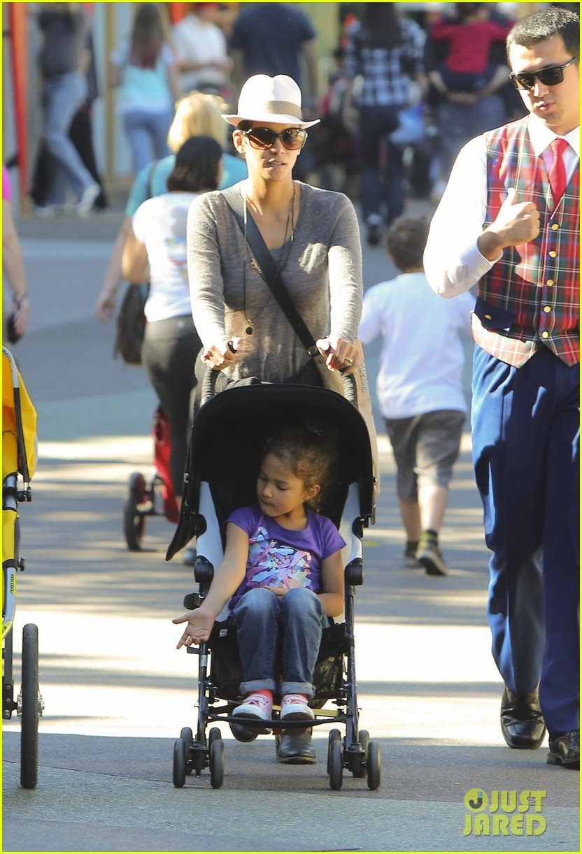 halle berry disneyland with nahla 302796710