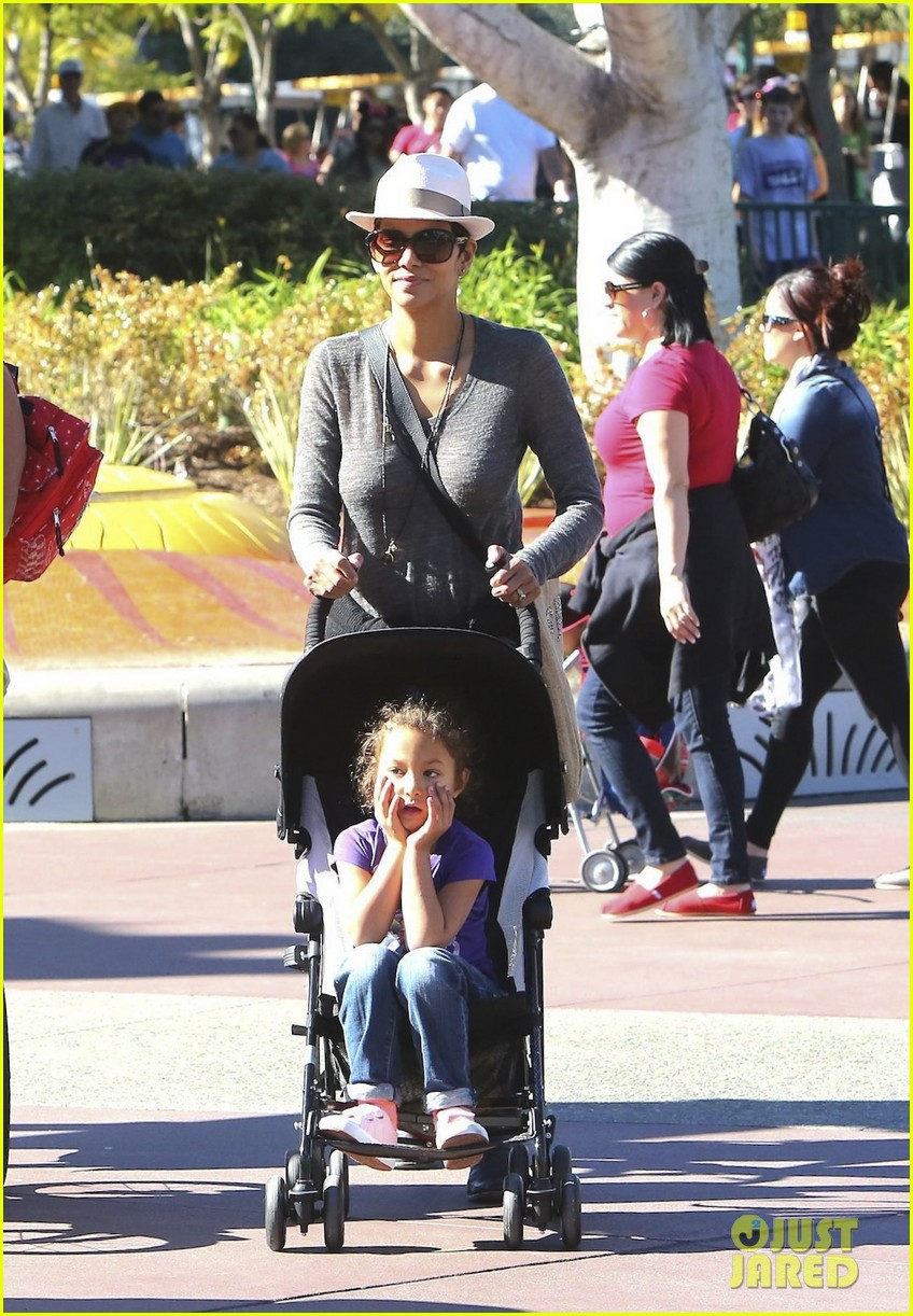 halle berry disneyland with nahla 342796714