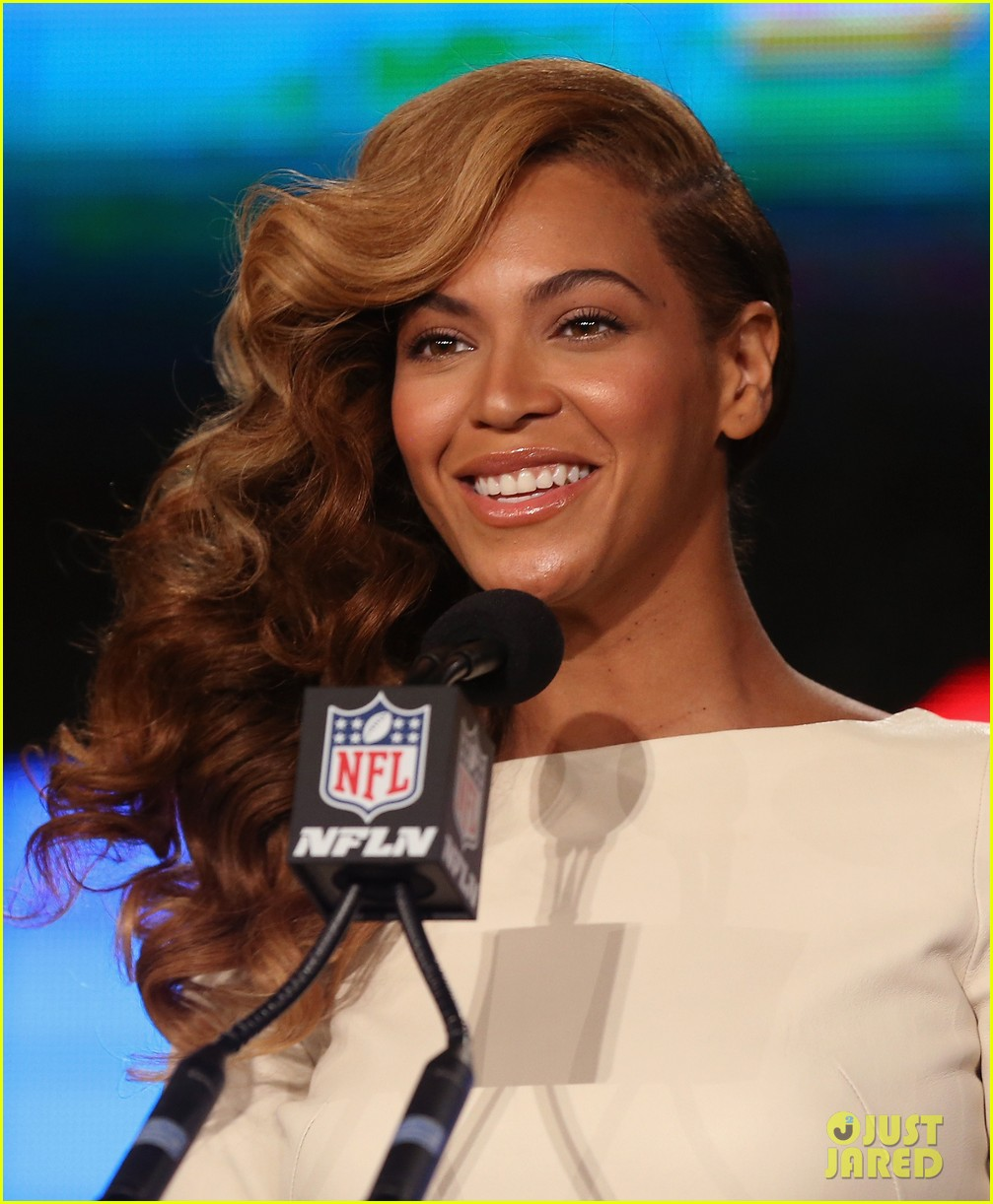 beyonce national anthem live at super bowl press conference 022802041