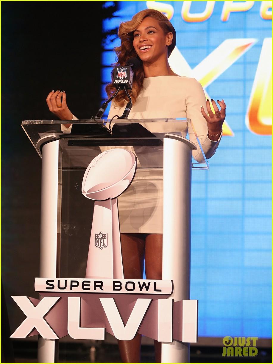 beyonce national anthem live at super bowl press conference 152802054