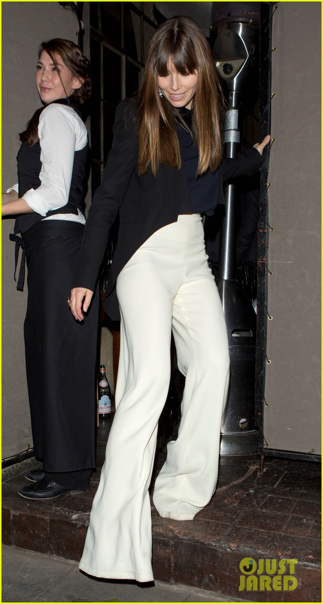 jessica biel pre golden globes party at chateau marmont 01