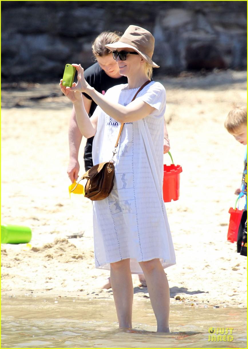 cate blanchett sydney beach day with the boys 012785890