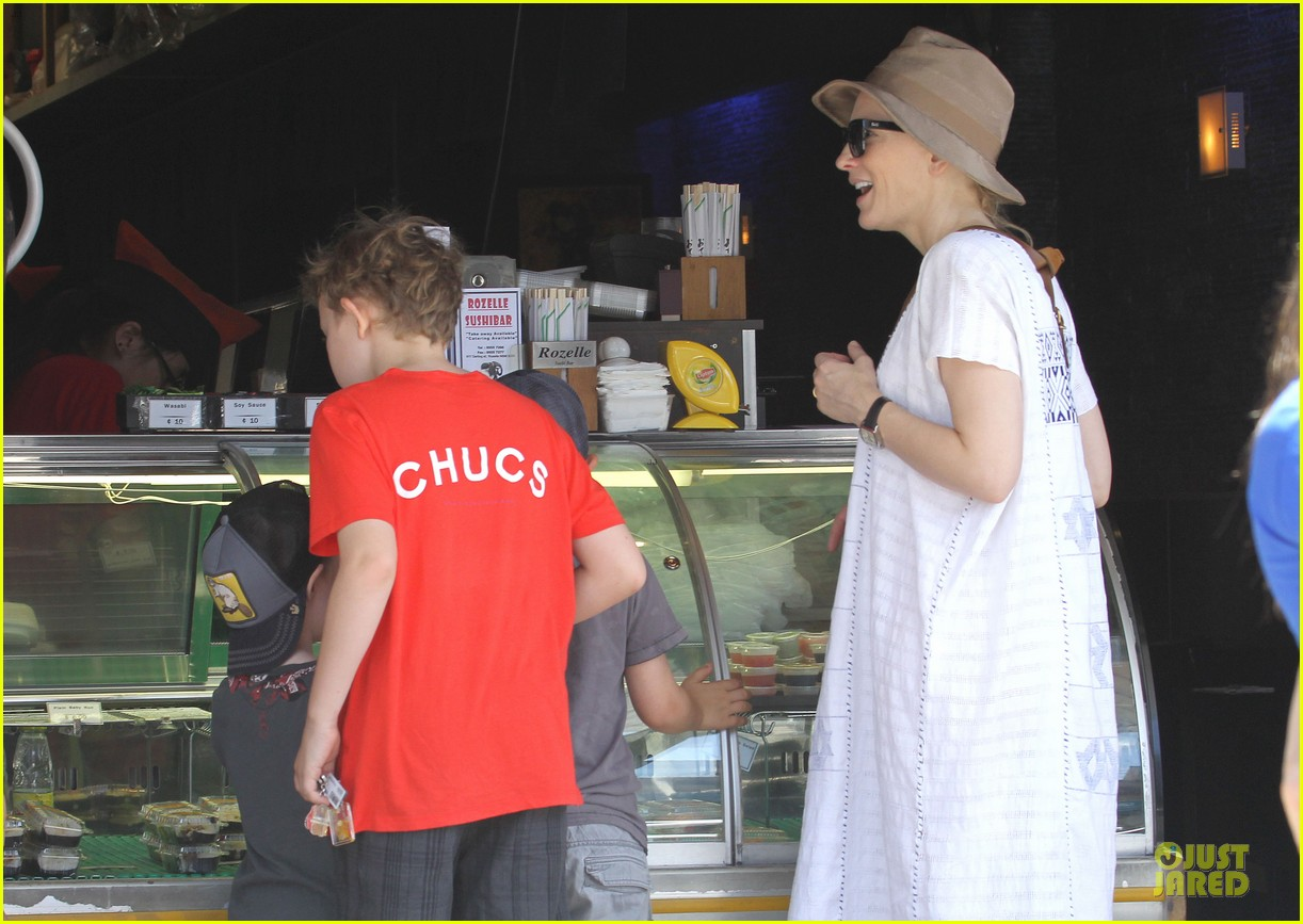 cate blanchett sydney beach day with the boys 062785895