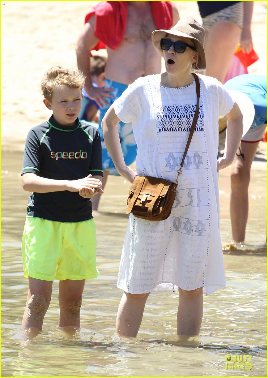 cate blanchett sydney beach day with the boys 102785899