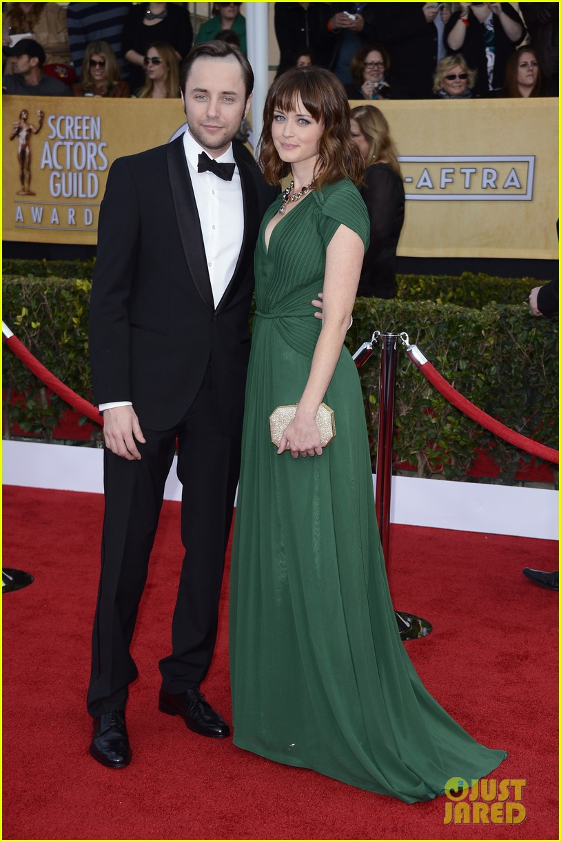 alexis bledel sag awards 2013 with vincent kartheiser 01