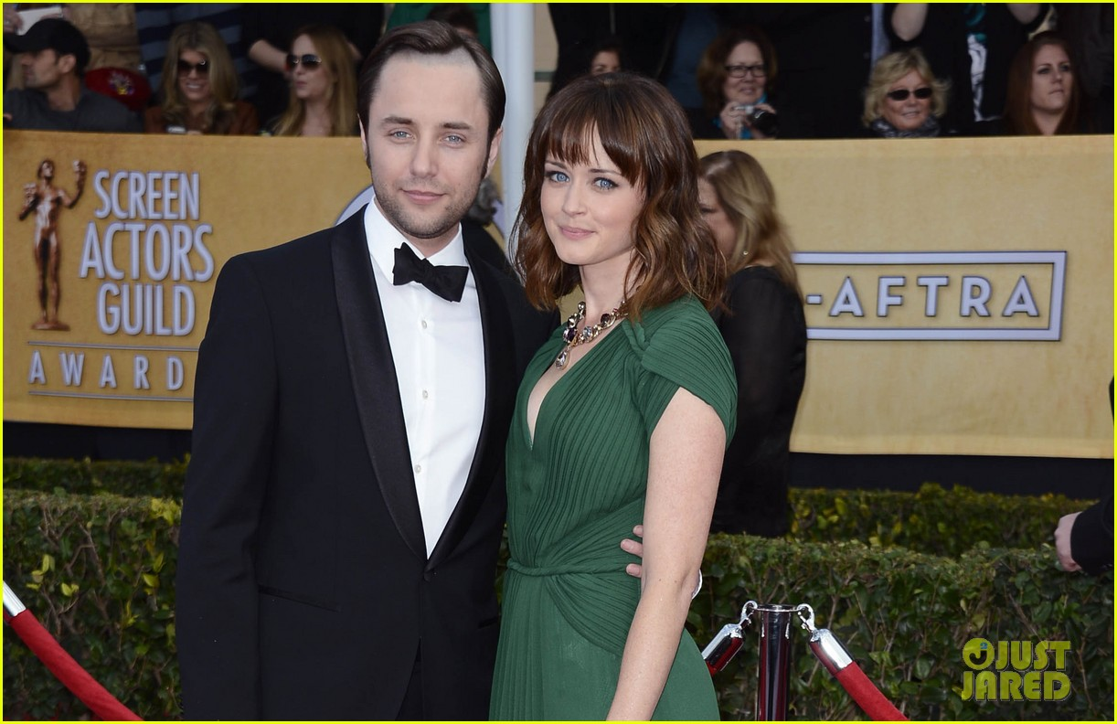 alexis bledel sag awards 2013 with vincent kartheiser 032799709