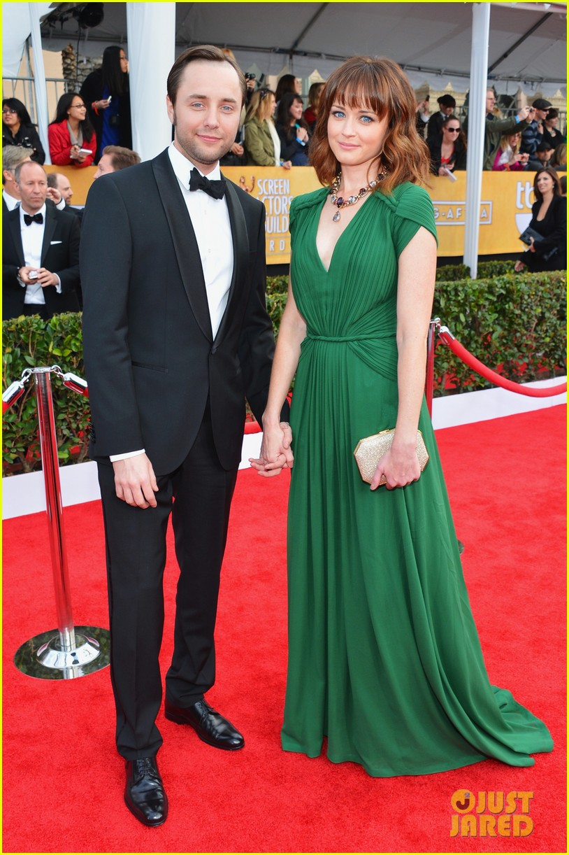 alexis bledel sag awards 2013 with vincent kartheiser 042799710