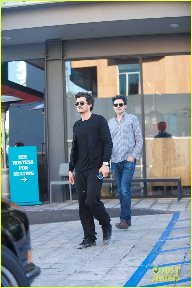 orlando bloom cafe gratitude lunch with pals 01