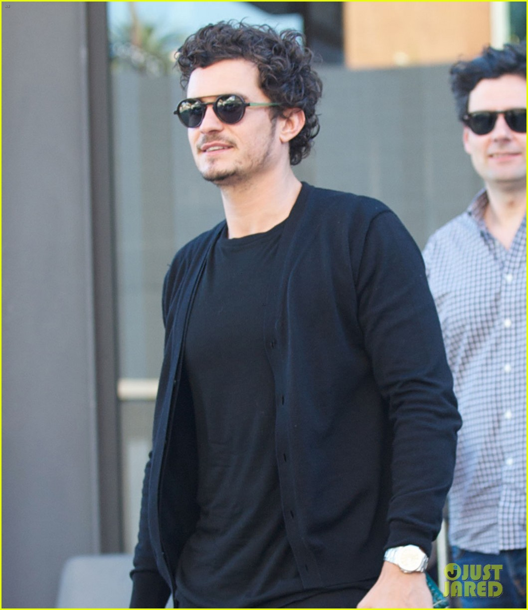 orlando bloom cafe gratitude lunch with pals 03