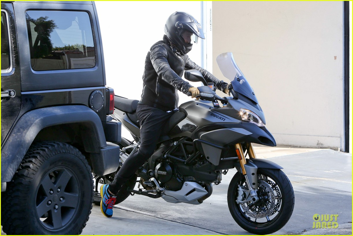 orlando bloom motorcycle ride to the gym 062785201