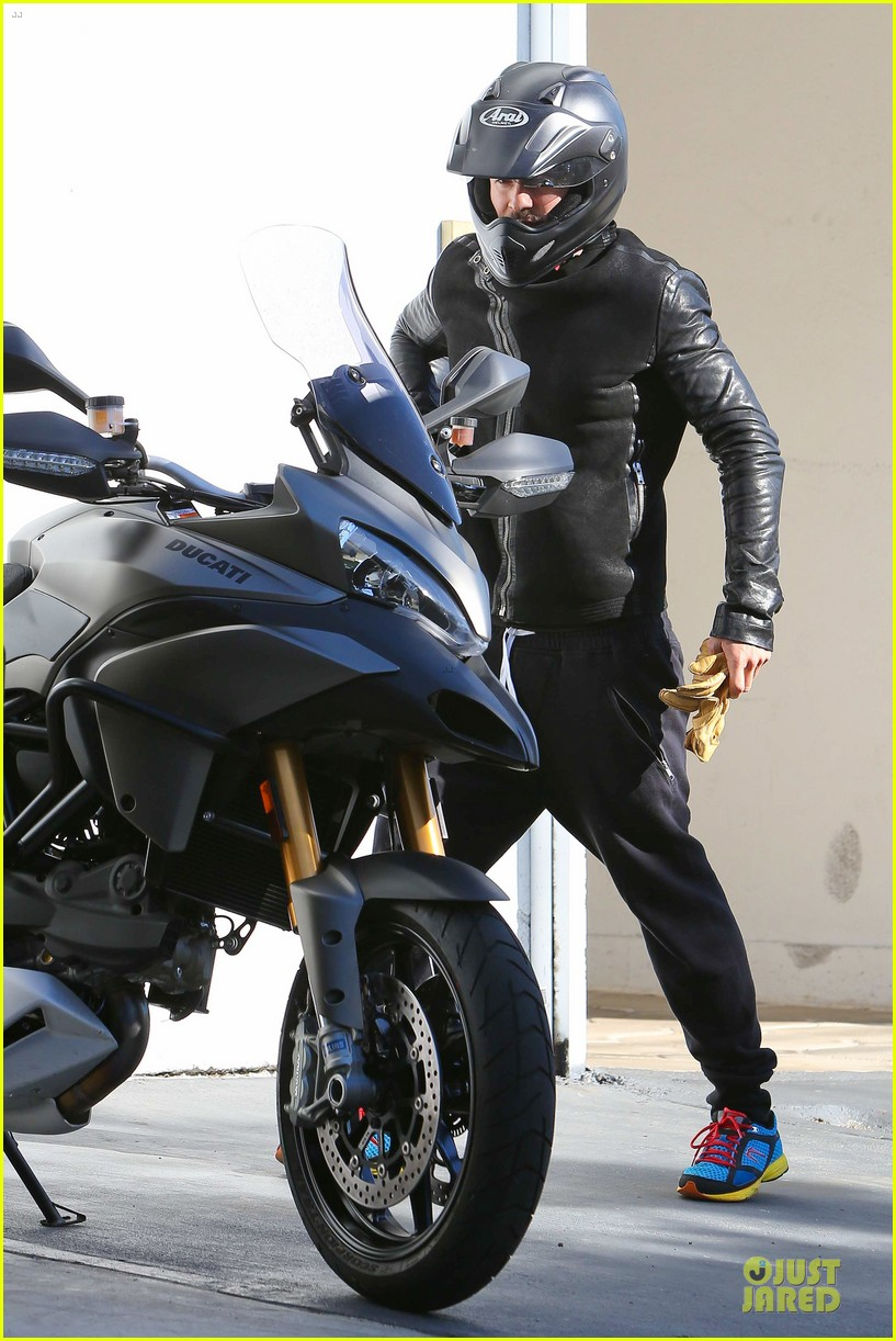 orlando bloom motorcycle ride to the gym 112785206