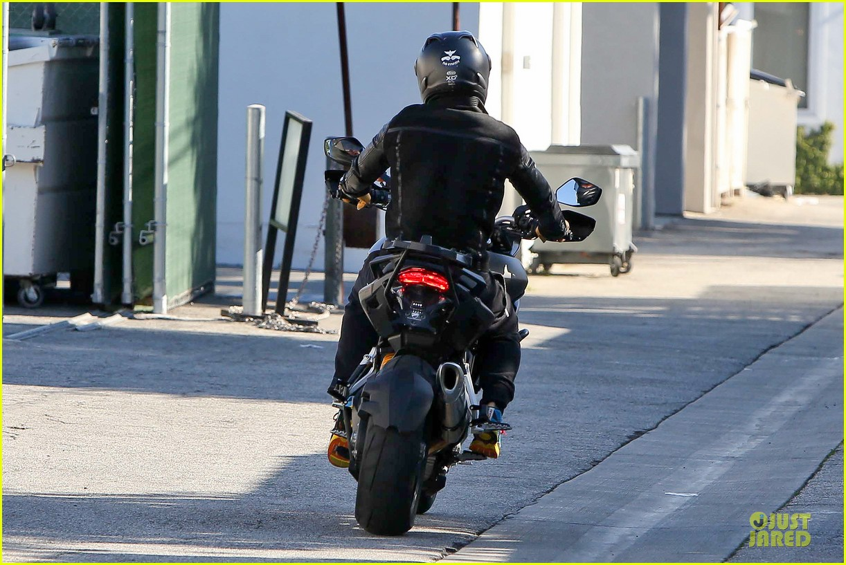 orlando bloom motorcycle ride to the gym 132785208
