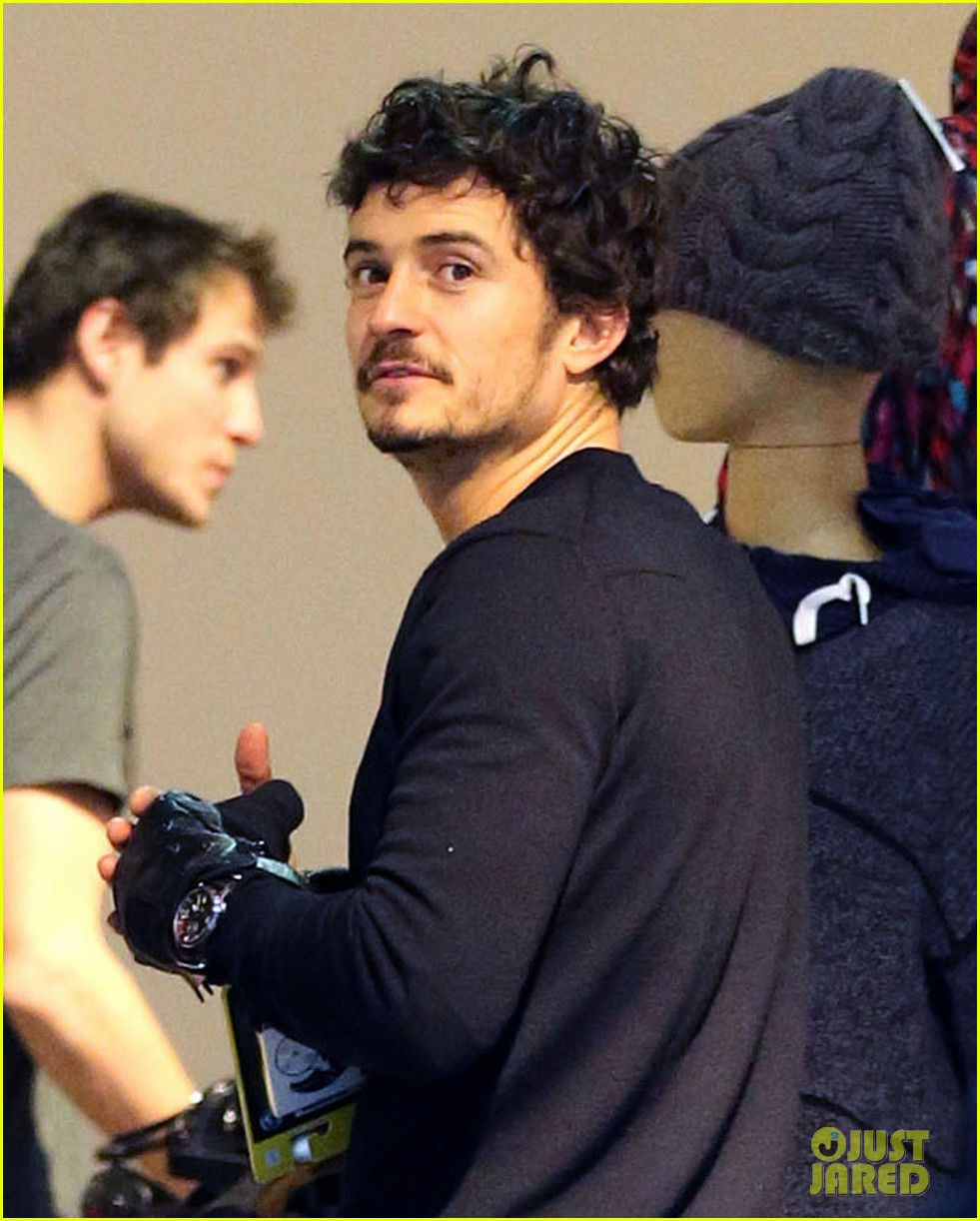 orlando bloom burton snowboard shopper 02