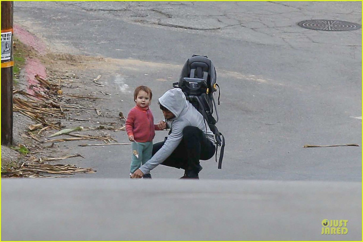 orlando bloom walks home with flynn 022784107