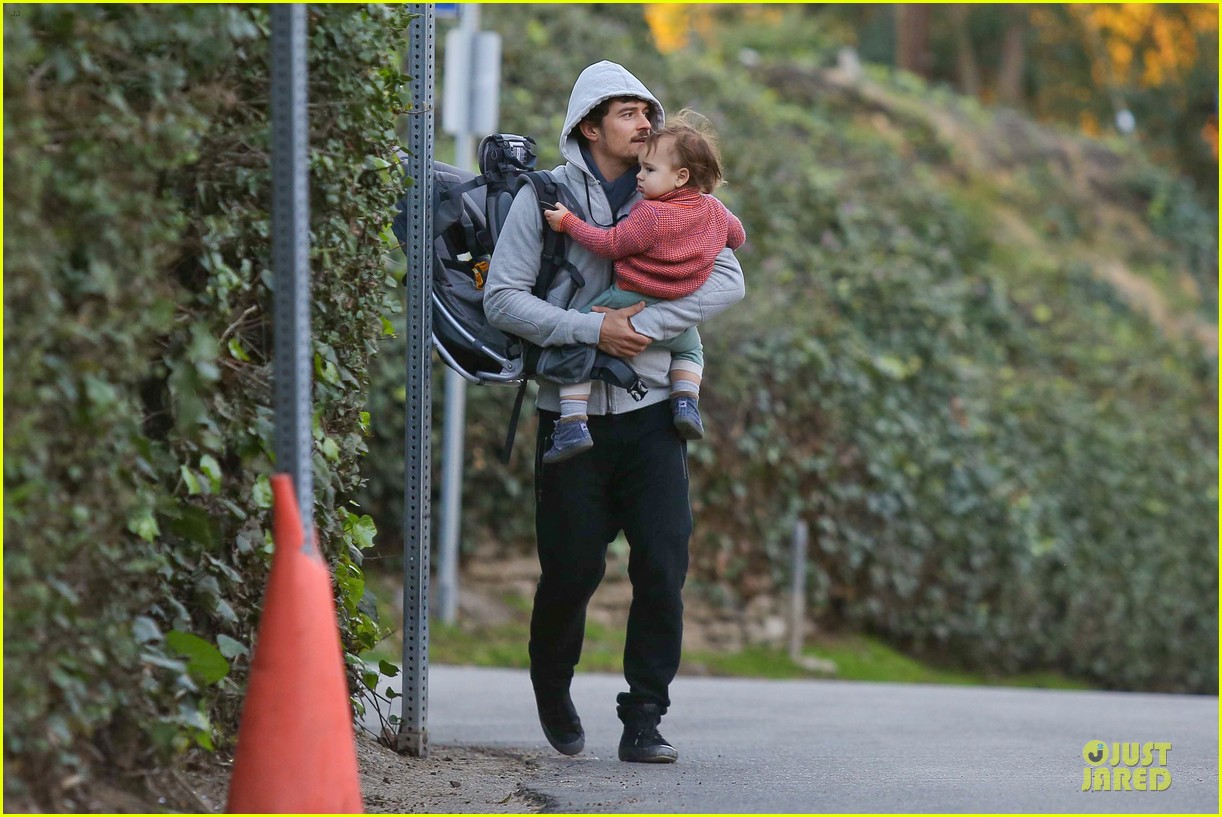 orlando bloom walks home with flynn 062784111