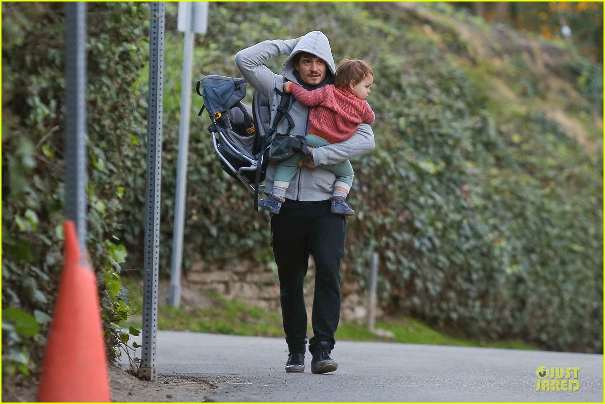 orlando bloom walks home with flynn 102784115