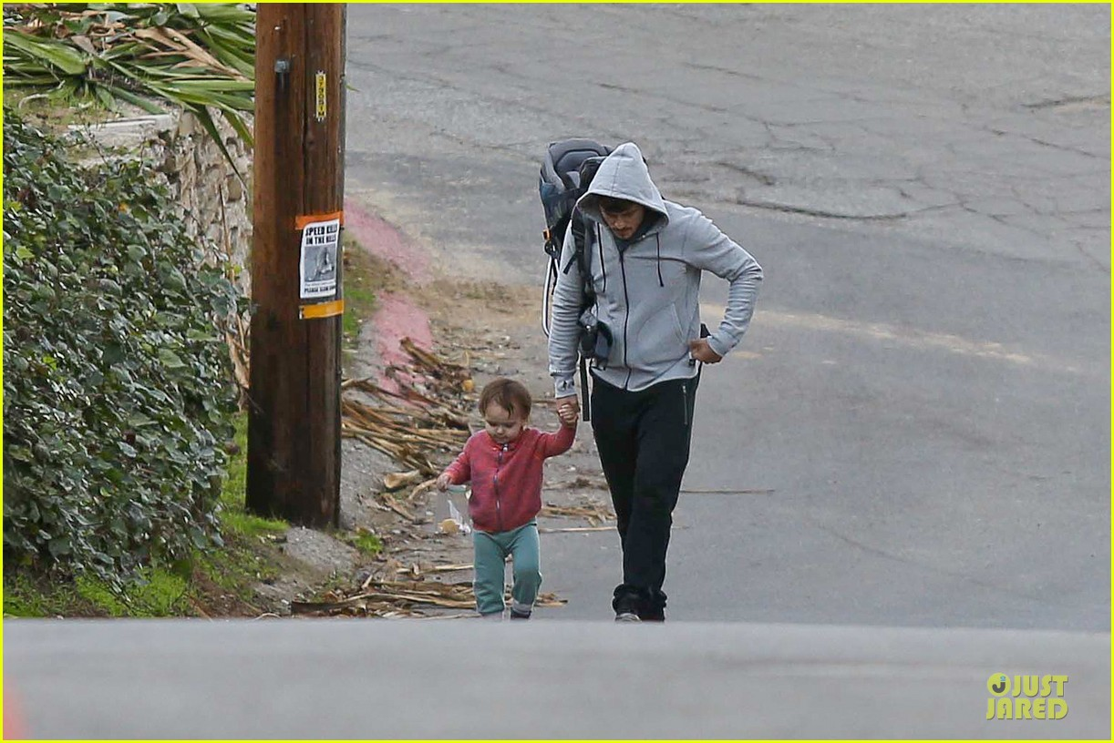 orlando bloom walks home with flynn 112784116