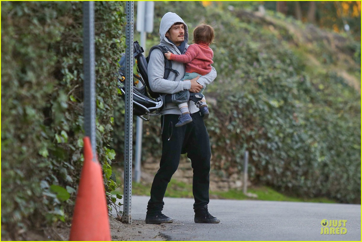 orlando bloom walks home with flynn 152784120