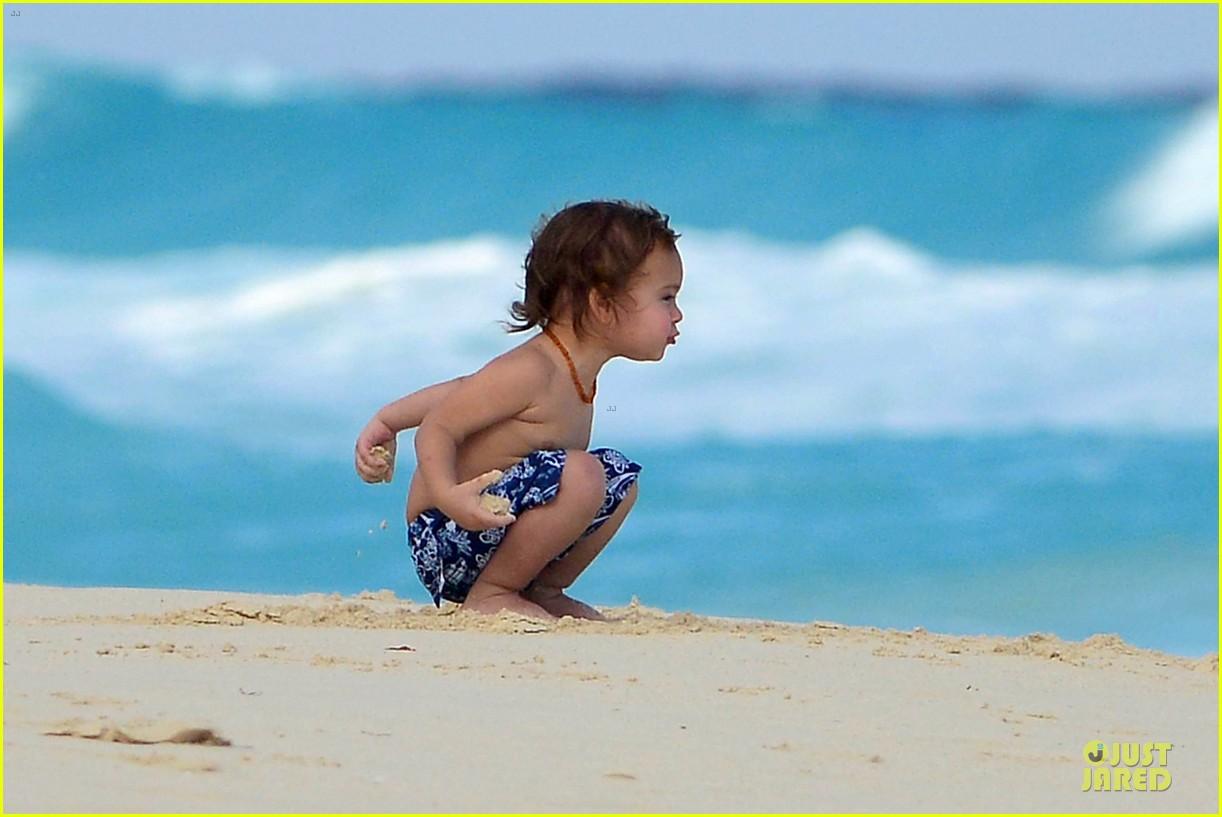 orlando bloom beach waves with flynn 122800884