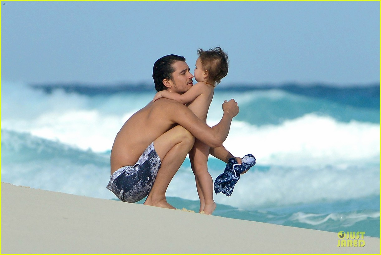 orlando bloom beach waves with flynn 252800897
