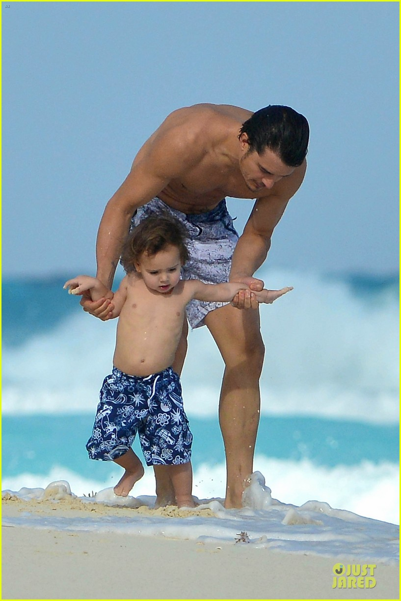 orlando bloom beach waves with flynn 282800900