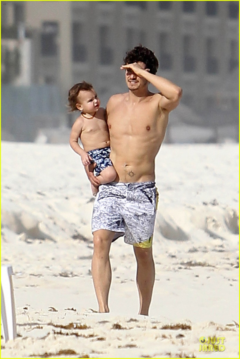 orlando bloom beach waves with flynn 302800902