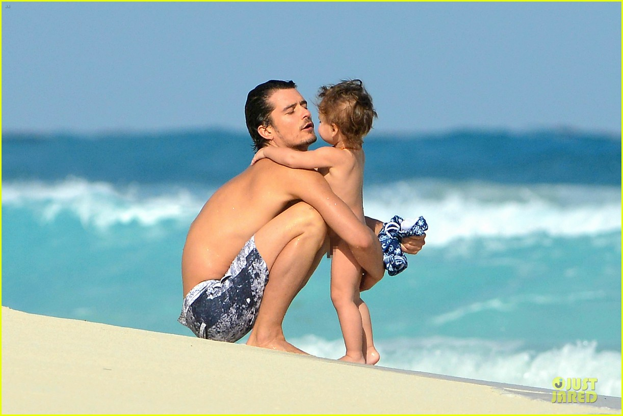 orlando bloom beach waves with flynn 392800911