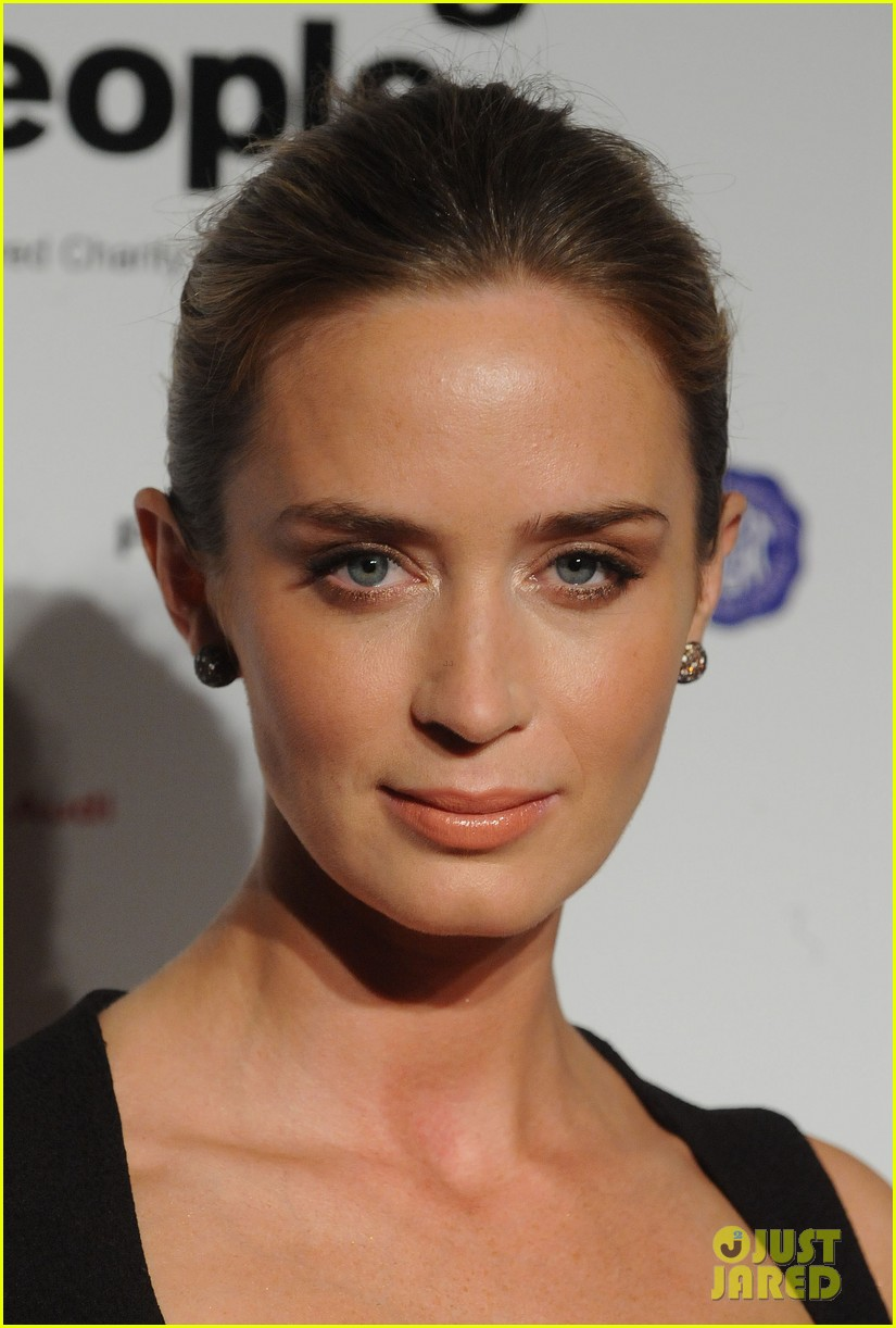 emily blunt samantha barks london film critics circle awards 07