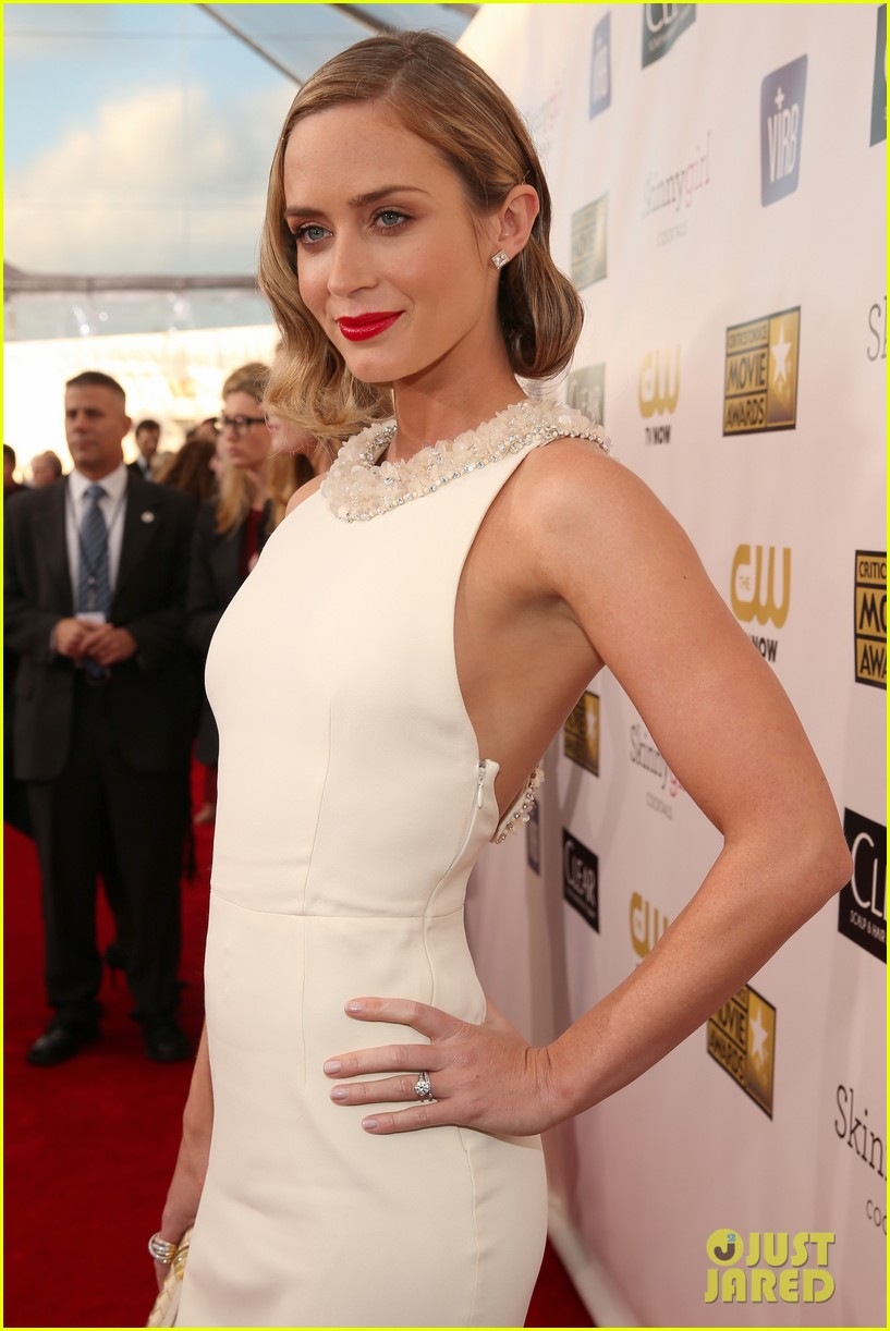 emily blunt john krasinski critics choice awards 2013 02