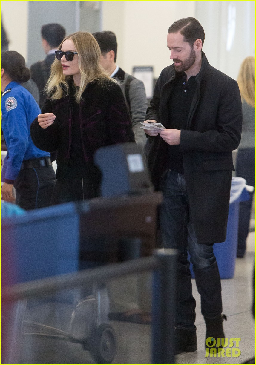 kate bosworth amanda seyfried take off for sundance 032796316