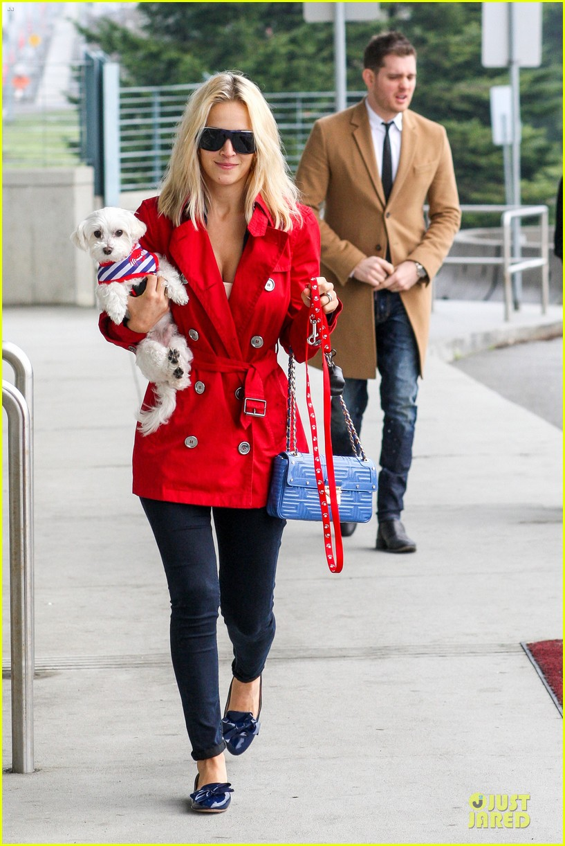 michael buble & luisana lopilato yvr airport departure with pet pooch simon 07