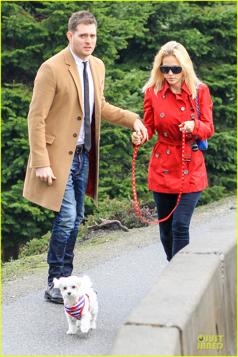 michael buble & luisana lopilato yvr airport departure with pet pooch simon 162785056