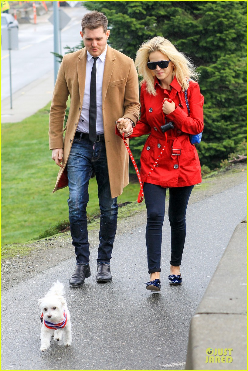michael buble & luisana lopilato yvr airport departure with pet pooch simon 21