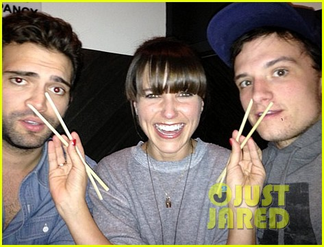 sophia bush not dating josh hutcherson 022794208