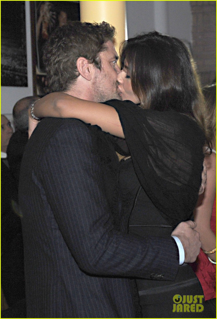 gerard butler madalina ghenea new years eve kiss 022783892