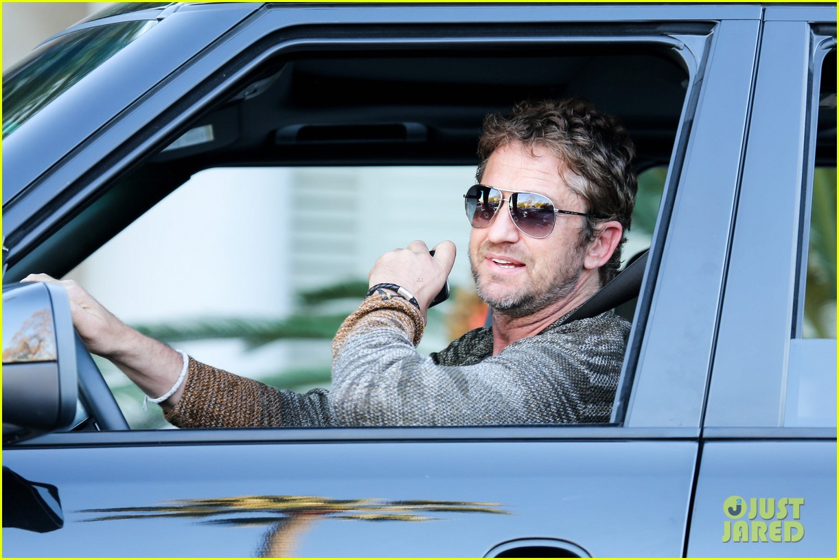 gerard butler beverly hills meeting man 04