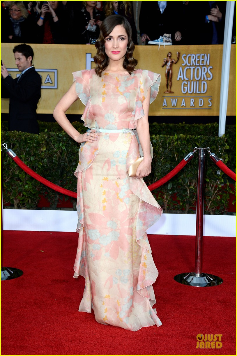 rose byrne sag awards 2013 red carpet 012799741