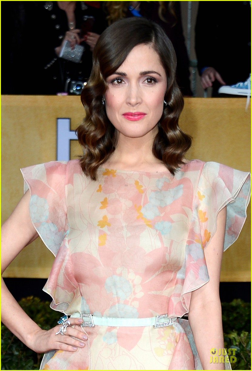 rose byrne sag awards 2013 red carpet 042799744