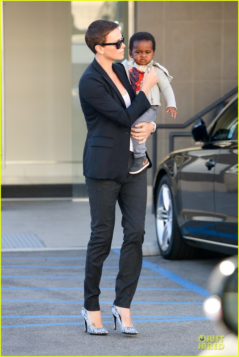 charlize theron inheret vice star 032789693
