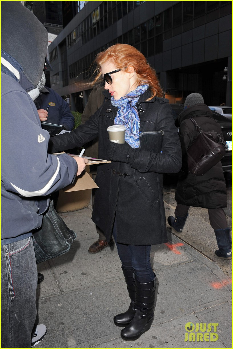 jessica chastain consoles crying fan at the heiress 092797435