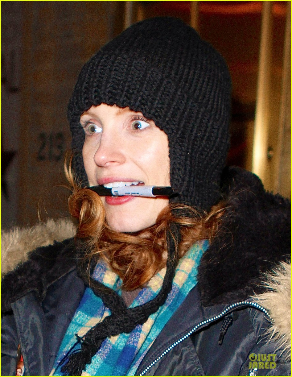 jessica chastain sign language after heiress performance 022798717