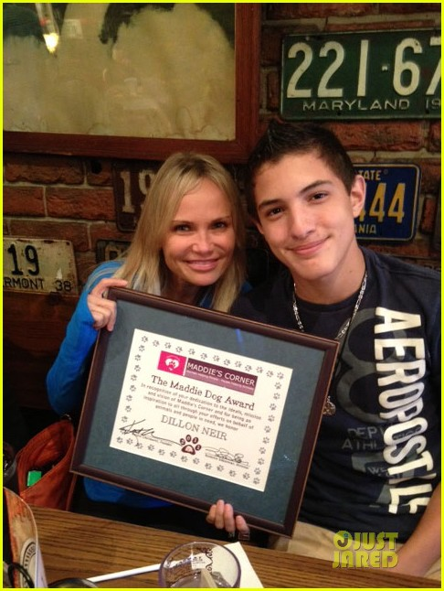 kristin chenoweth surprises fan with fundraising award 04