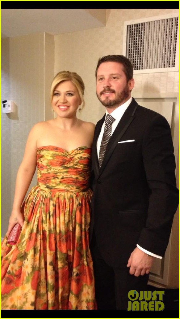 kelly clarkson inaugural ball 2013 with brandon blackstock 01