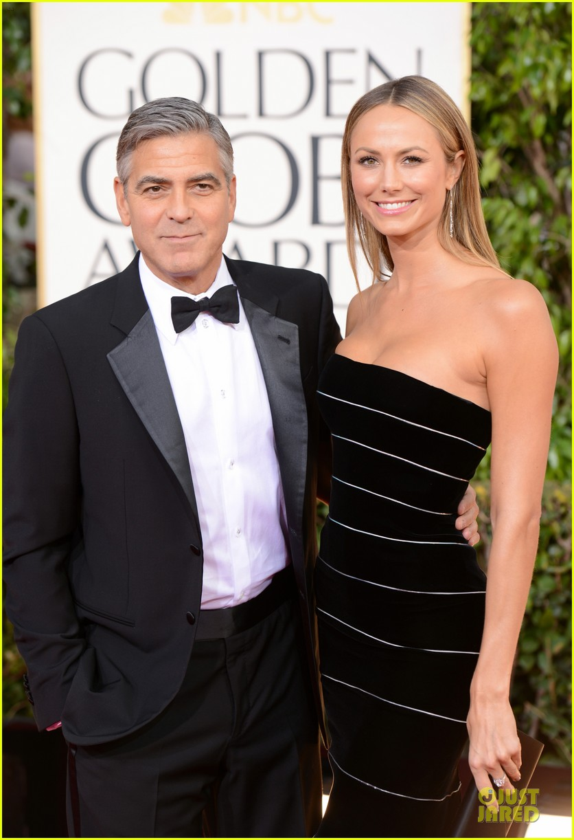 george clooney stacy keibler golden globes 2013 red carpet 03